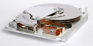 800px-seagate_st33232a_hard_disk_inner_view
